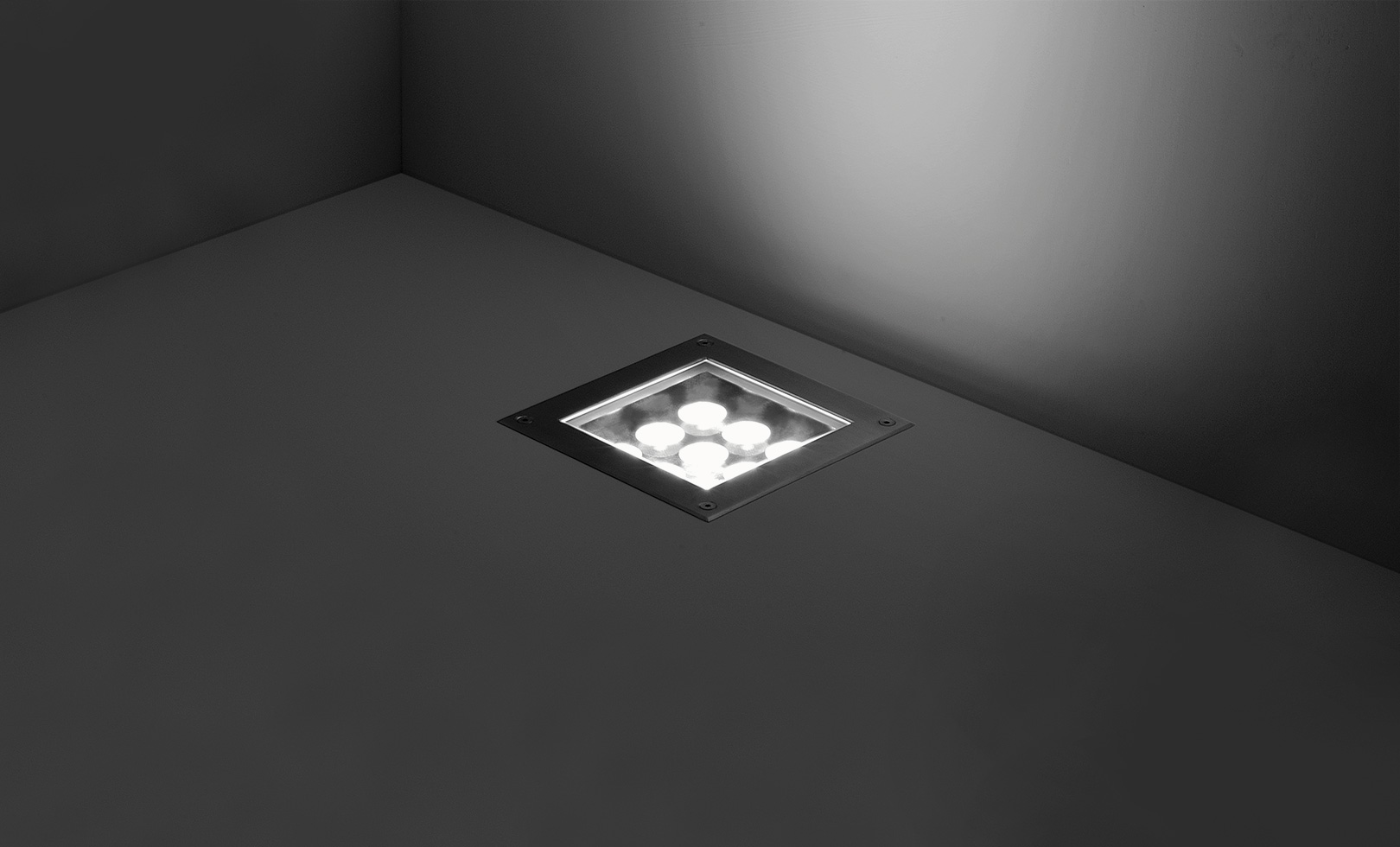 202008 HYDROQUADRO MEDIUM LED 14W 1