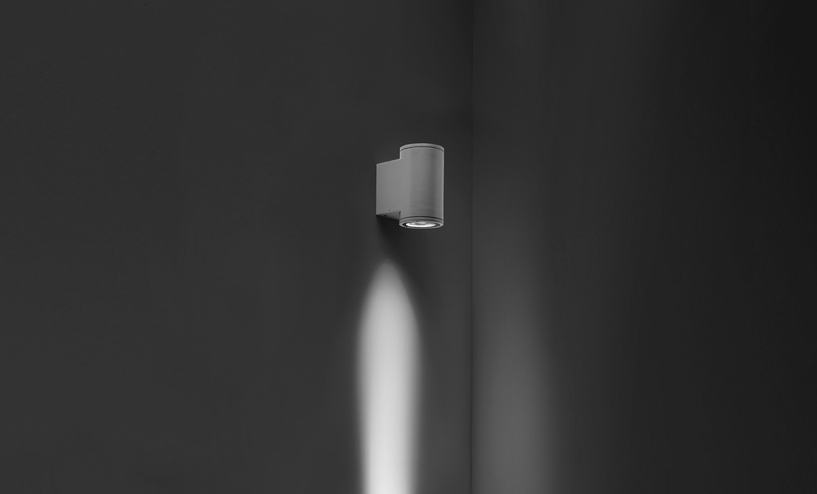 401012 TECH MEDIUM 01 ROUND LED 1x8W 1