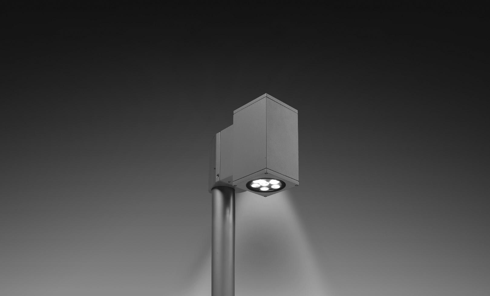 804007 SINGLE TECH POLE-TOP MEDIUM 01 SQUARE PRO LED 1x14W 1